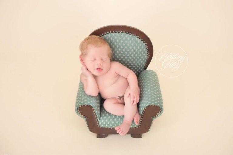 Newborn  Studio | Cleveland Ohio Newborn Photography | www.brittanygidleyphotography.com