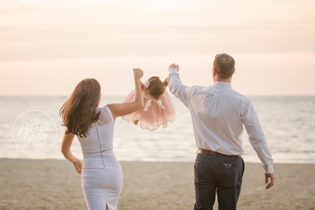 Cleveland Beach Photo Shoot | The Hodgeson Family