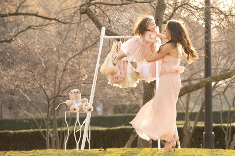 Mommy and Me | Whimsical Child Photography | Cleveland Museum of Art | Mommy and Me Photo Shoot