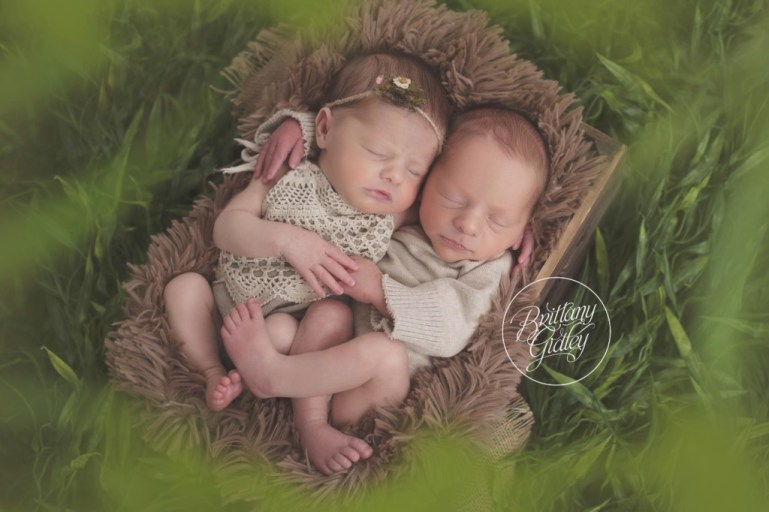 Cleveland Twin Photographer | Cleveland Twin Photography | Newborn Babies | Best Twin Photography | Newborn Twin Posing