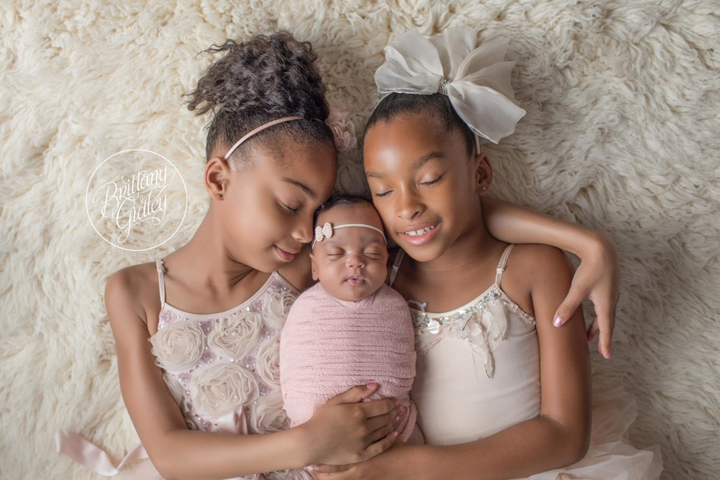 Celebrity newborn photographer introducing dakota