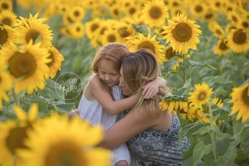 Westlake Family Photographer   The McEwen Family   Prayers From Maria Sunflower Field