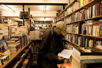 Browsing in Bookmongers Credit: Antonio Sansica - www.antoniosansica.com