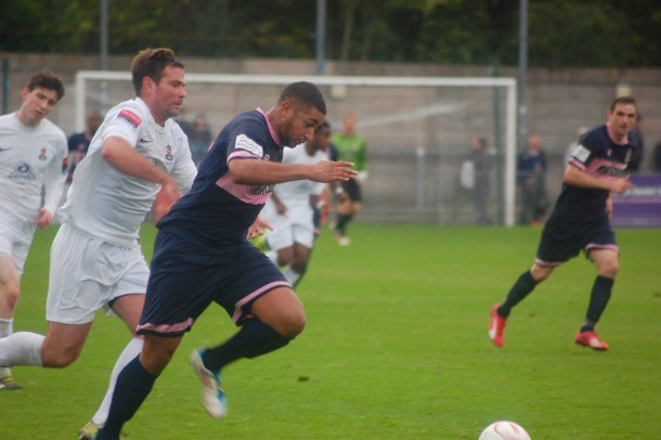 Dulwich Hamlet in action against Brentwood Town (Sandra Brobbey for Brixton Blog)