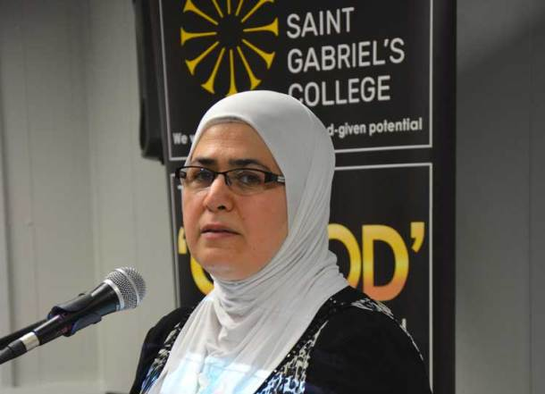 Co-chair Hafiza, herself a refugee from Syria 10 years ago, translates