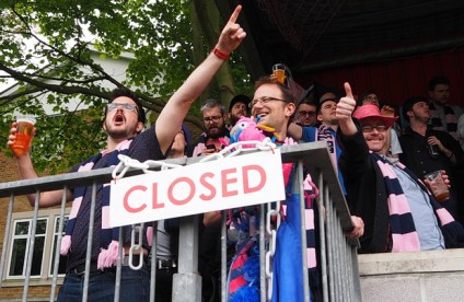 http://www.brixtonbuzz.com/2014/04/dulwich-hamlet-triumph-at-hampton-richmond-borough-to-get-back-in-the-play-offs/