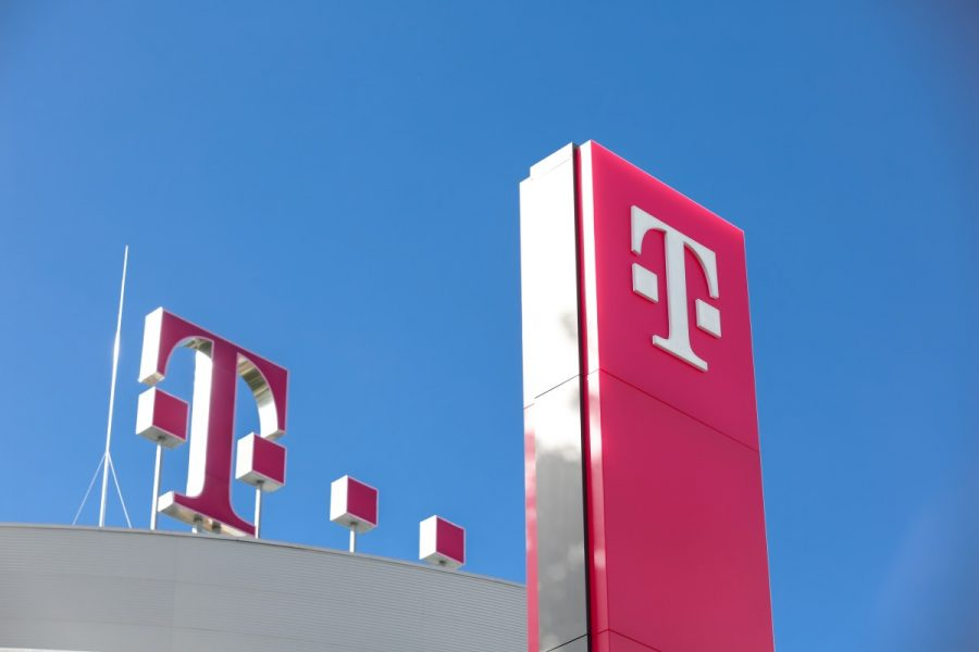 Deutsche Telekom (FRA:DTE) PT Set at €18.50 by Barclays