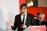 Mackenzie Crook accepts his award for Detectorists