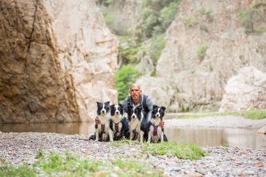 22|05|2018 – Mann mit vier Border Collies: in der Gola di Pirincanes