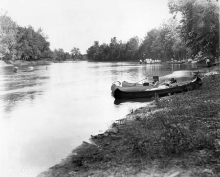 Broad_Ripple_Park_people_in_canoes1921_Bass_