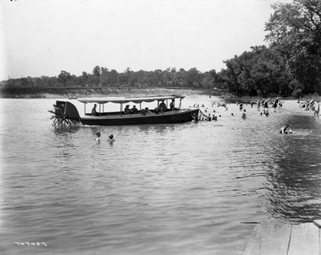 Broad_Ripple_Park_people_swimming_1921_Bass_
