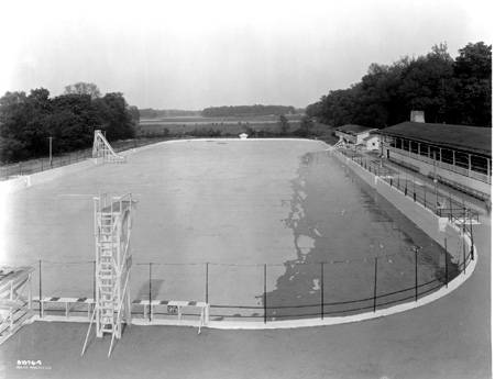 Broad_Ripple_Park_swimming_pool_1925_Bass_
