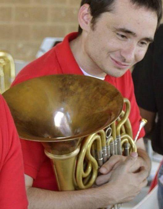 Steven Behnke, horn