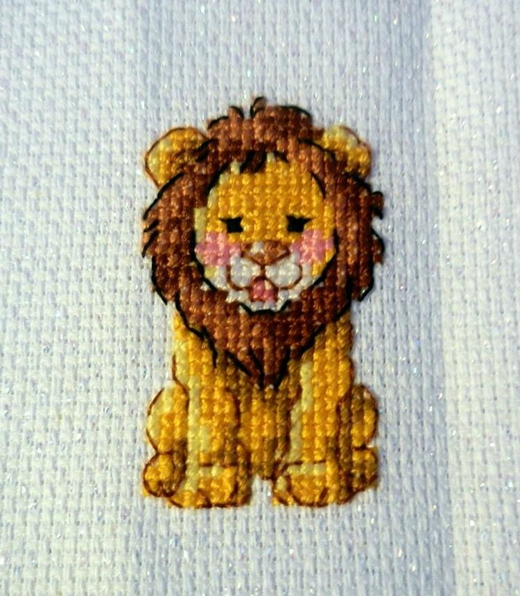 point de croix lion