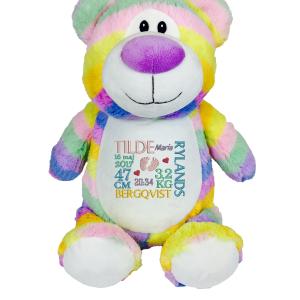 Gosedjur nalle regnbåde pastell med brodyr på magen, blir en uppskatad gåva till t ex dop.