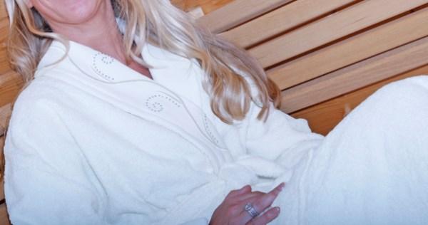 Badrock vit med Swarovski pärlor