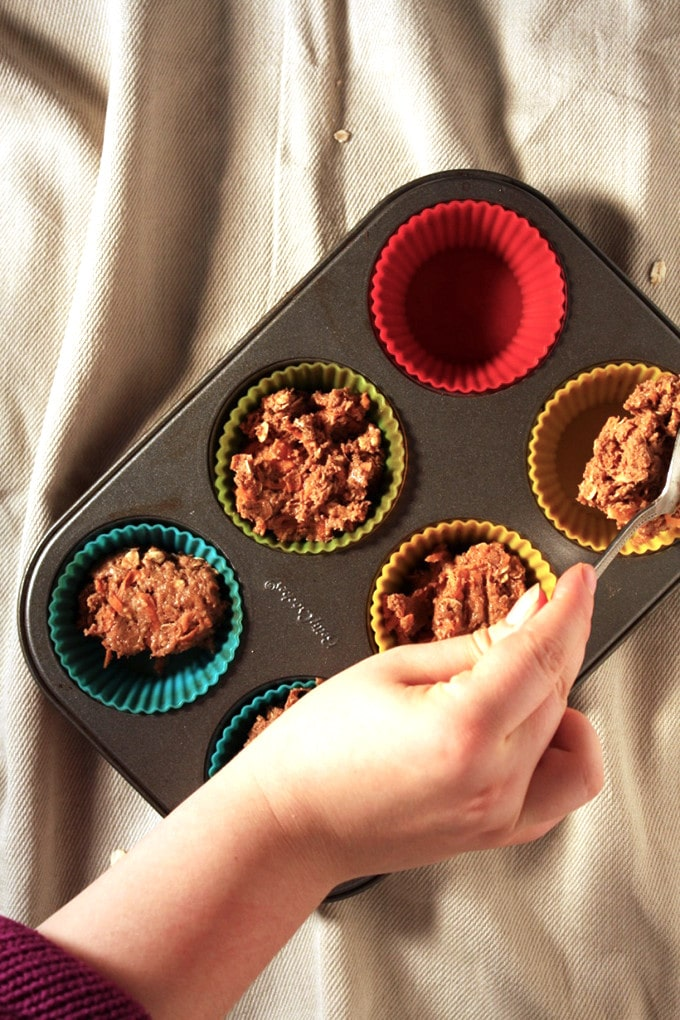 Spiced Vegan Carrot Muffins - These muffins are super easy to make, vegan and have an awesome twist ! - Brokefoodies.com