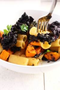 Roasted butternut squash rigatoni| Roasted Butternut Squash Rigatoni with crispy purple kalee | BrokeFoodies.com