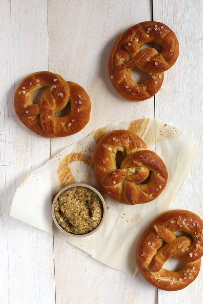 Vegan Soft Pretzels | So easy, so quick, so soft, so pillowy, this recipe for vegan soft pretzels is a must have ! | BrokeFoodies.com