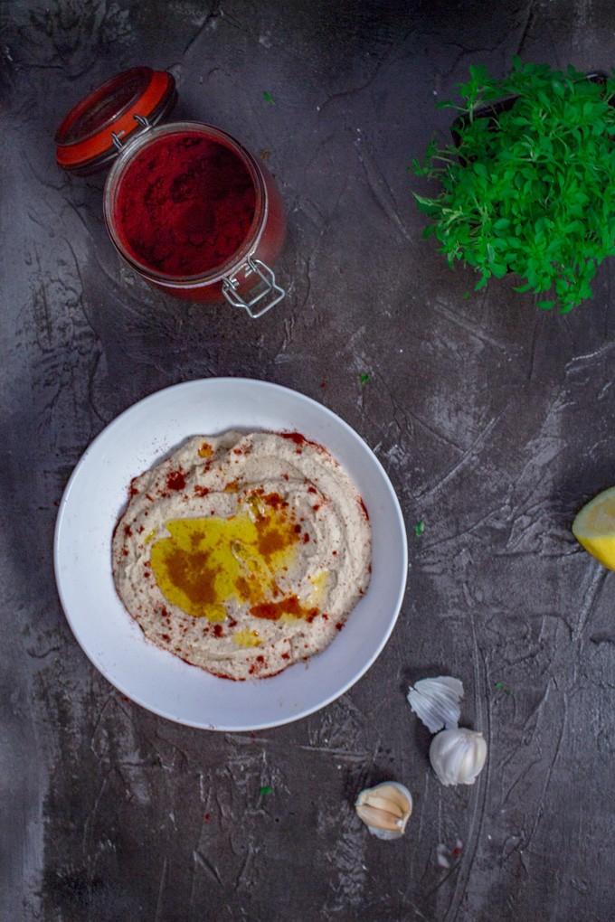 "Low-Carb Cauliflower Hummus – Keto Vegan Recipe | This is an easy ""hummus"" that takes just around 15 minutes to whip up and serve. #ket #vegan #veganketo #ketorecipes #hummus #easyrecipe"