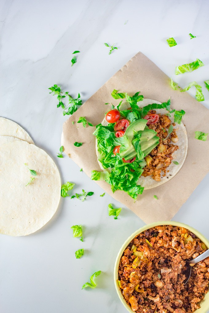 Sweet & Spicy Vegan Tacos | Easy and fast vegan tacos recipe served with a sweet maple mayonnaise. This is one of my favourite vegan summer recipes.