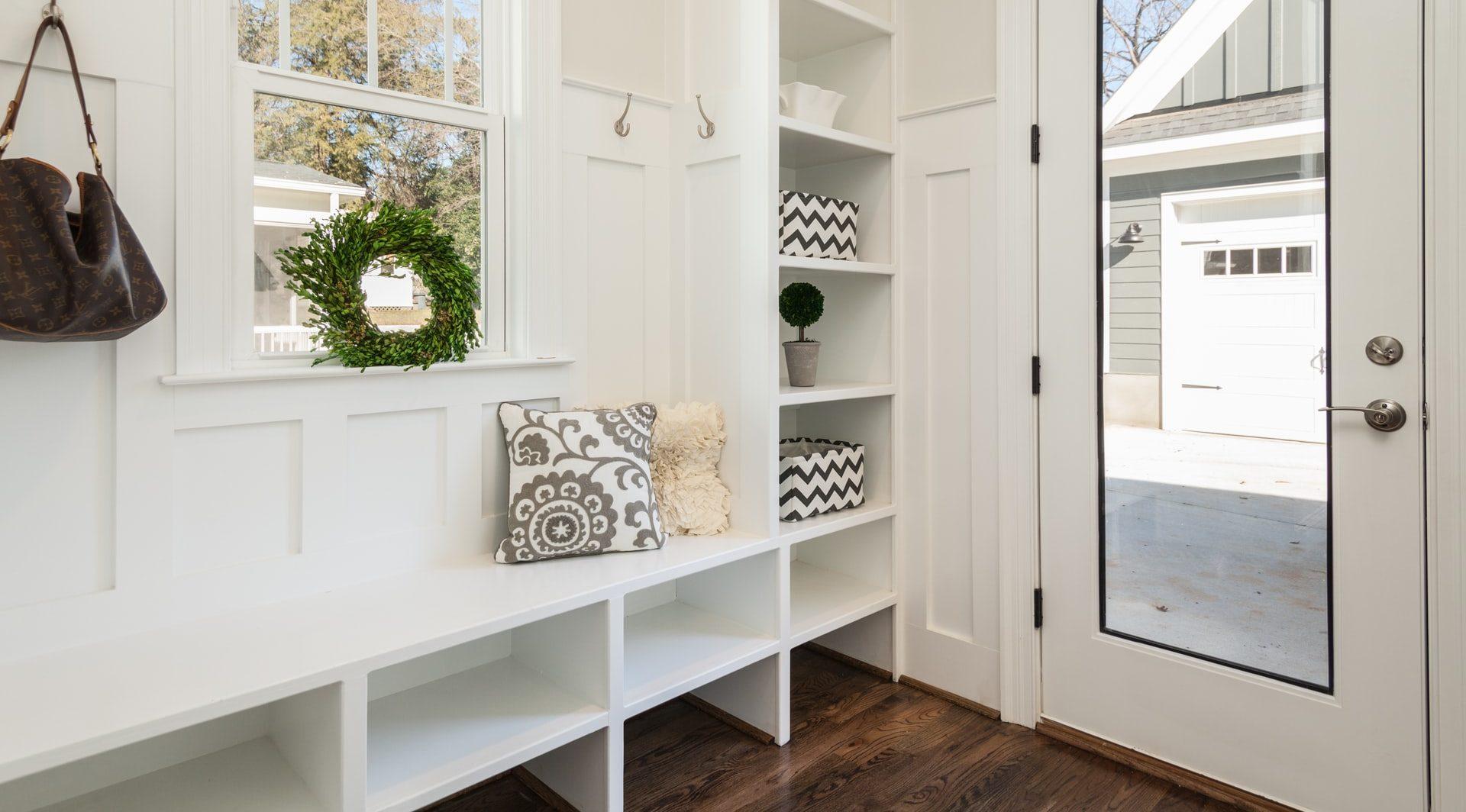 Quadrato o rettangolare, un ingresso ampio pone meno problemi rispetto ad uno piccolo. Idee Per Arredare L Ingresso Di Casa Brokey
