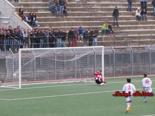 Calcio locale bronte torna in testa randazzo pari esterno for Aspirare significato