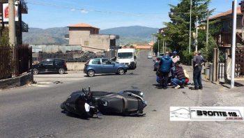 BRONTE: SCONTRO AUTO – SCOOTER IN VIALE KENNEDY – LA FOTO