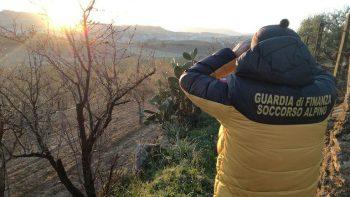 ETNA: GDF E VVF RECUPERANO UN ESCURSIONISTA IN DIFFICOLTA' – IL VIDEO