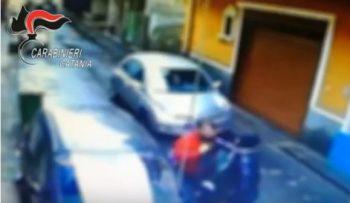 PATERNO': DISABILE BRUTALMENTE PICCHIATO, PER AVERE RECLAMATO IL POSTO AUTO PER I PORTATORI DI HANDICAP – IL VIDEO
