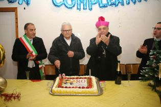MANIACE: FESTA A SORPRESA PER GLI 80 ANNI DI MONSIGNOR GALATI