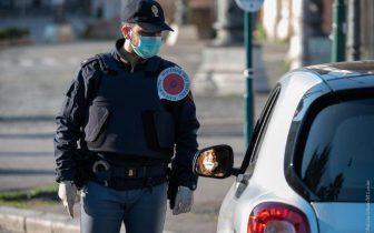 CATANIA E PROVINCIA: CONTROLLI DI POLIZIA E CARABINIERI PER L'OSSERVANZA DELLE ORDINANZE ANTI CORONAVIRUS
