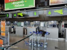 """AEROPORTO CATANIA: """"BECCATO"""" DIPENDENTE CHE LUCRAVA SUI BAGAGLI"""
