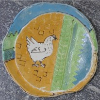 Chicken on yellow dish/charger D 157