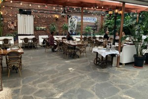 The Best Outdoor Dining for Mother's Day on Arthur Avenue + MichaelAngelo's Giftcard Giveaway!