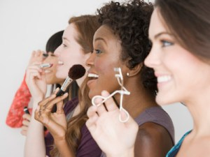 women-sharing-makeup