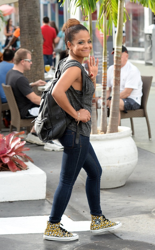 Christina-Milian-and-her-mother-went-for-a-walk-around-South-Beach-before-stopping-for-Cuban-Food-at-Yuka-on-Lincoln-Road-Mall-in-Miami. (2)