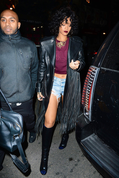 Rihanna-New-York-City-Tom-Ford-Leather-Coat-Rihanna-for-River-Island-Sweater-and-Gianvito-Rossi-Open-Toe-Boots (2)