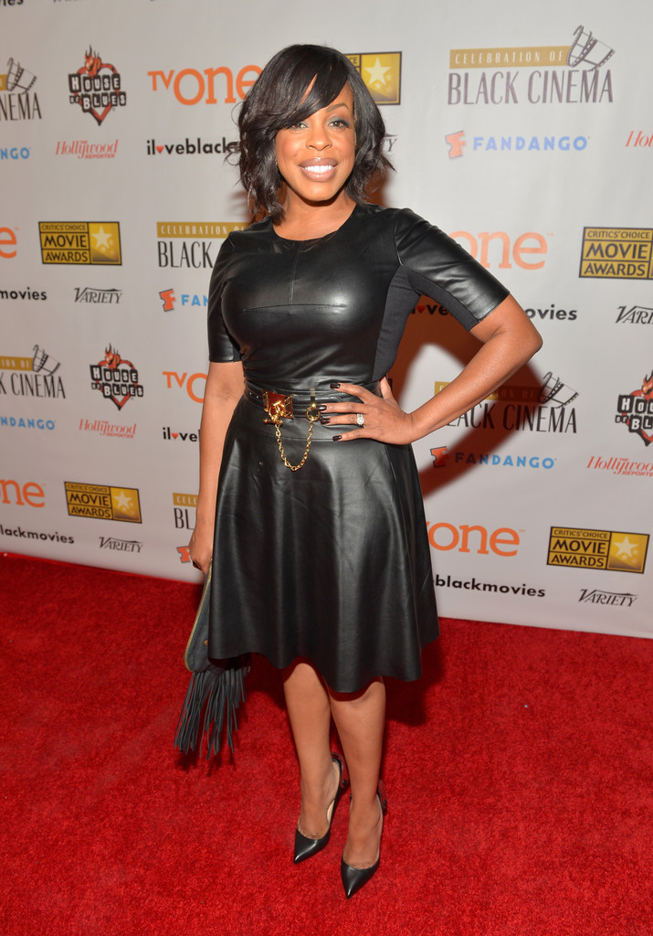 niecy-nash-bfca-celebration-black-cinema-bcbgmaxazria-dress-bcbgmaxazria-belt-christian-louboutin-shoes (2)