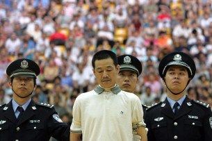 A drug dealer is sentenced to death by a judge during a public trial at a university gymnasium, three days before June 26, the International Day against Drug Abuse and Illicit Drug Trafficking in Shanghai June 23, 2006. REUTERS/Aly Song (CHINA) - RTR1ERZU