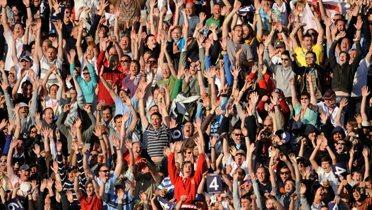 crowd002_16x9