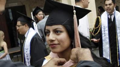 graduation009_16x9
