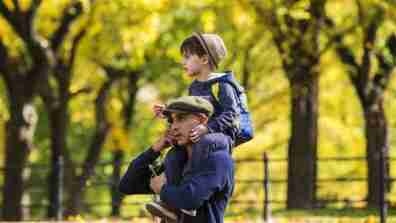 child_on_shoulders001_16x9