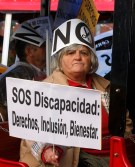 spain_welfareprotestwoman001