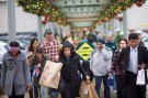 Shoppers walk a connecting path from The Court to The Plaza at the King of Prussia Mall, United State's largest retail shopping space, in King of Prussia, Pennsylvania on December 6, 2014.  The 2.7 million square feet shopping destination is owned by Simon Property Group.  REUTERS/Mark Makela (UNITED STATES - Tags: BUSINESS) - RTR4H1FC