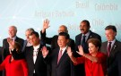 Brazil's President Dilma Roussff (2nd R) waves with Colombia's President Juan Manuel Santos (R), Prime Minister of Antigua and Barbuda, Gaston Browne (3rd R), President of the Republic of Guyana Donald Rabindranauth Ramotar (C left), China's President Xi Jinping (C), Ecuador's President Rafael Correa (4th L), Uruguay's President Jose Mujica (3rd L), Chile's President Michelle Bachelet (2nd L) and Paraguay's Foreign Minister Eladio Loizaga as they pose for the official photo session for the meeting of China and CELAC at Itamaraty Palace in Brasilia July 17, 2014. Brazil hosted the meeting of China and Community of Latin American and Caribbean States (CELAC). REUTERS/Sergio Moraes (BRAZIL - Tags: POLITICS) - RTR3Z4DQ