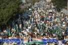 Supporters of the Jamaat-e-Islami political party hold flags as they march during a rally to mark Kashmir Solidarity Day, in Karachi, Pakistan February 5, 2016. REUTERS/Akhtar Soomro - RTX25LYM