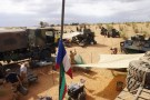 French soldiers set up camp while waiting for the delivery of a replacement piece for a vehicle in Inat, Mali, May 27, 2016.  REUTERS/Media Coulibaly - RTSGXMV