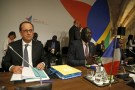 French President Francois Hollande (L) and Gambia's trade minister Abdoulie Jobe attend the Valletta Summit on Migration in Valletta, Malta, November 12, 2015.  REUTERS/Darrin Zammit Lupi   MALTA OUT. NO COMMERCIAL OR EDITORIAL SALES IN MALTA - RTS6LYH