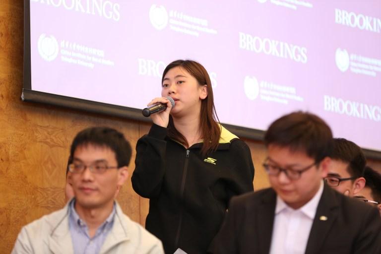 图为青年代表发言